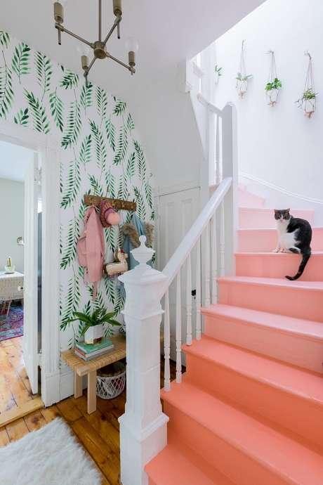 33. Escada na cor coral – Foto Pinterest