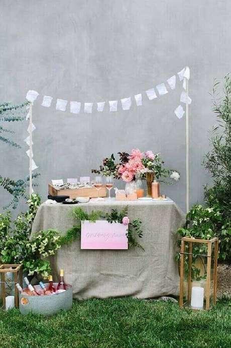 35. Decoração de noivado simples ao ar livre – Foto: Pinterest