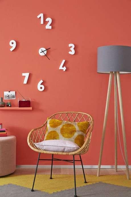 36. Parede cor coral com tapete amarelo e cinza Foto Pinterest