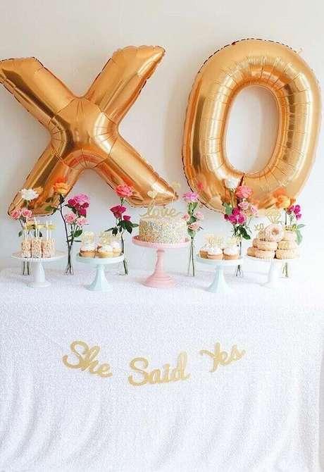 54. Utilize balões diferentes para a decoração de noivado simples – Foto: Pinterest