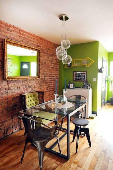 47. Papel de parede rustico com parede verde – Foto Casa Abril