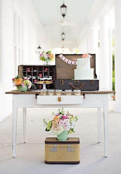 34. Utilize objetos pessoais para um toque mais intimo na decoração simples de noivado – Foto: Home Decoo