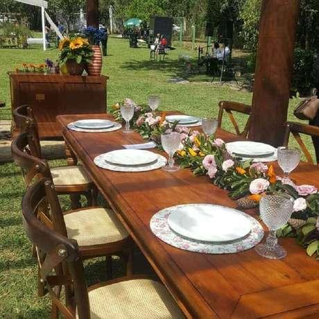 17. É importante também elaborar um belo arranjo de mesa para a mesa dos convidados – Foto :Angel of Dreams Assessoria