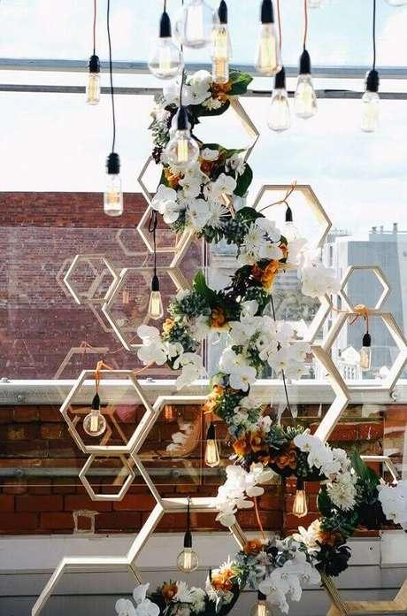 9. Detalhes modernos para decoração de noivado simples – Foto: The Style Co.