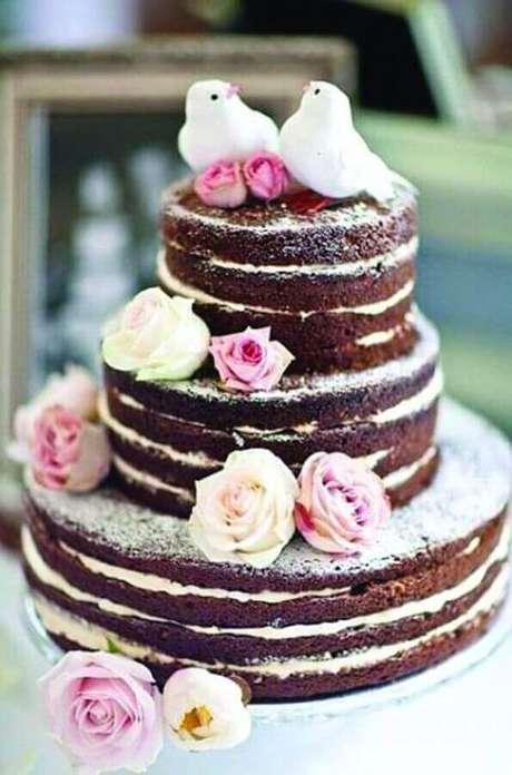 19. O nake cake é um bolo de noivado simples muito utilizado devido toda a sua beleza e sabor – Foto: Pedaços de Ternura