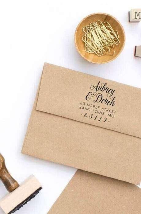 31. Envelope para convite de noivado simples com papel pardo – Foto: Pinterest
