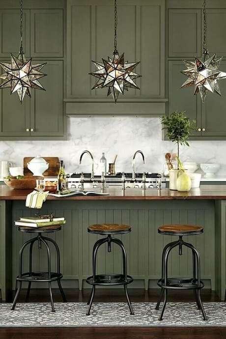 21. Cozinha clássica decorada com armários verde oliva – Foto: Home Fashion Trend