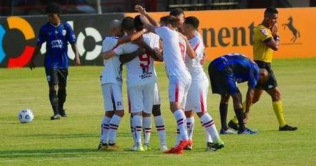 Equipe pernambucana goleou os amapaenses (Divulgação/Santa Cruz)