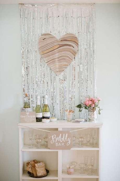 57. Crie um cantinho de bebidas na sua decoração simples de noivado – Foto: Pinterest