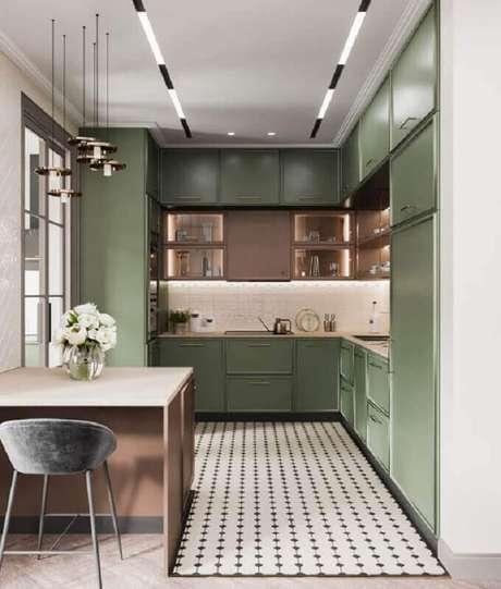 1. Decoração de cozinha planejada com armário verde oliva – Foto: Pinterest