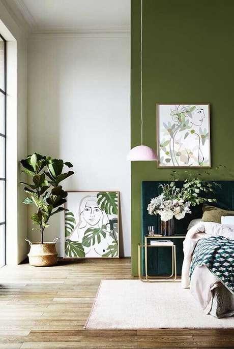 25. Quarto decorado com parede verde oliva e luminária pendente – Foto: Home Fashion Trend