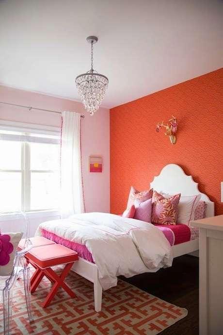 43. Parede cor coral no quarto em detalhes rosa – Foto Blog Lovin