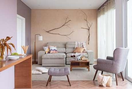 10. Trocar as capas das almofadas pode fazer toda a diferença e ajudar a dar uma cara nova à sua sala. Fonte: Mobly