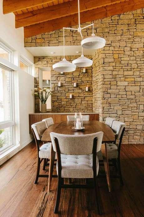 9. Sala de jantar com papel de parede rustico – Foto One Kindesign