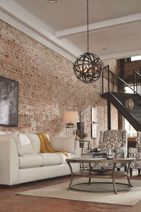 24. Sala com papel de parede rustico e sala bege – Foto Ashley Furniture