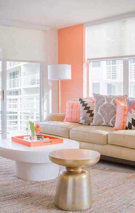 6. Sala chique cor coral e bege – Foto Pinterest