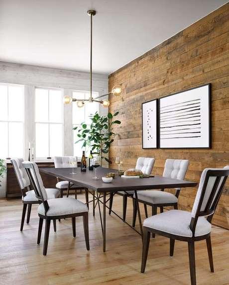13. Sala de jantar com papel de parede rustico de madeira – Foto Parkergwen