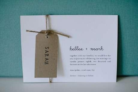 68. Modelo de convite de noivado simples – Foto: Polka Dot Bride