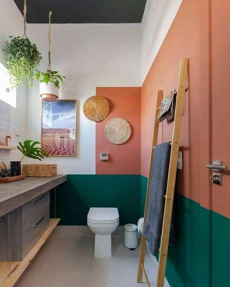 13. Banheiro cor coral e verde – Foto Pinteret