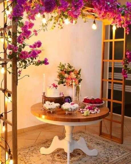 76. Decoração romântica para noivado simples – Foto: Pinterest