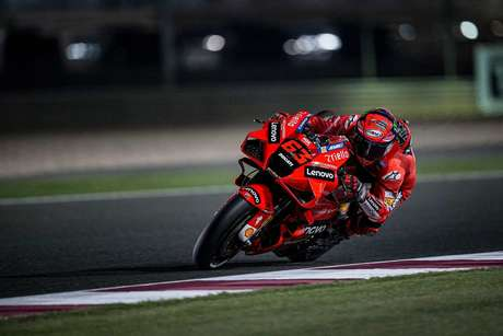 Francesco Bagnaia bateu recorde de Losail e fez a primeira pole da carreira na estreia pela Ducati