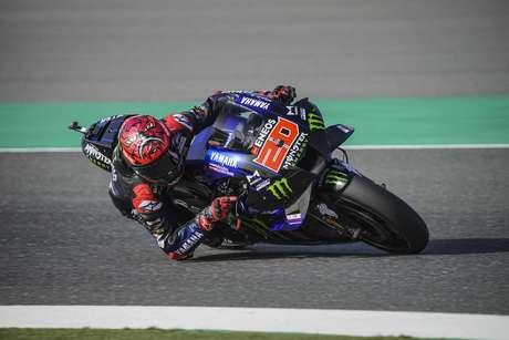 Francês estreia na Yamaha já superando o novo companheiro de time