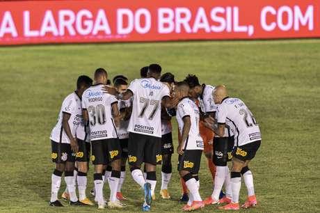 Corinthians só bate Retrô nos pênaltis na Copa do Brasil