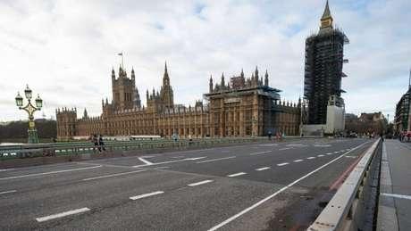 Ruas de Londres ficaram desertas durante lockdown; Reino Unido inicia relaxamento das medidas restritivas