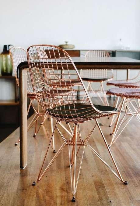 45. Cadeira de ferro cobre para decorações modernas – Foto Pinterest