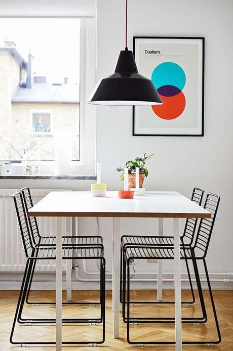 21. Cadeira de ferro preto para sala de jantar moderna – Foto Pinterest
