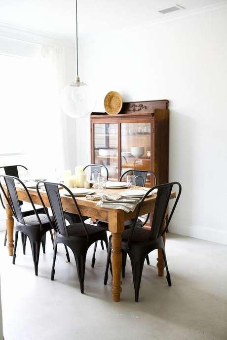 19. Cadeira de ferro preta para sala de jantar – Foto Pinterest