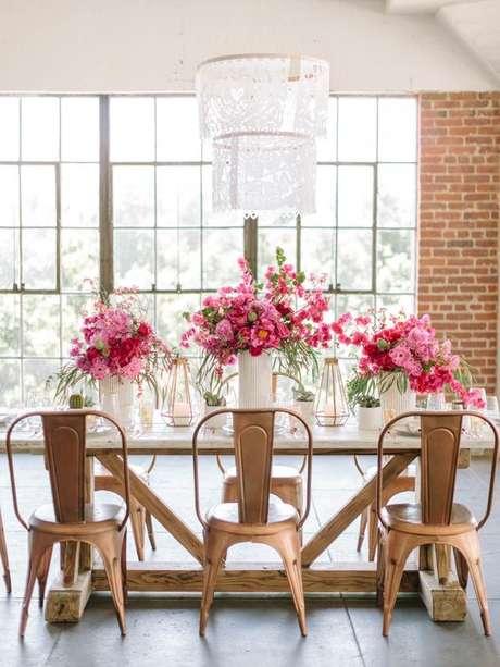 12. Cadeiras de ferro para cozinha dourada – Foto Style me pretty