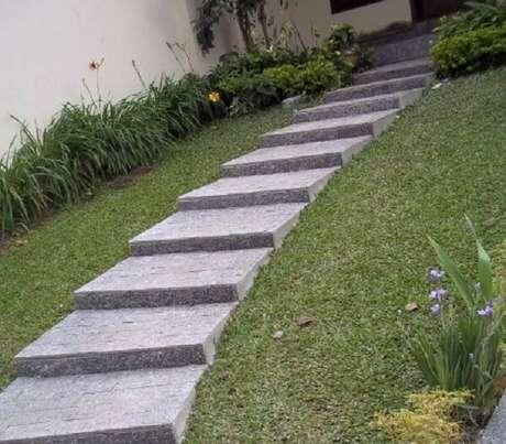 58. A pedra de revestimento miracema é muito utilizada em escada devido sua superfície antiderrapante. Fonte: Pinterest