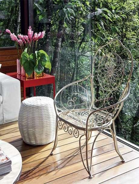 11. Cadeira de ferro para varanda – Foto Casa Clauida