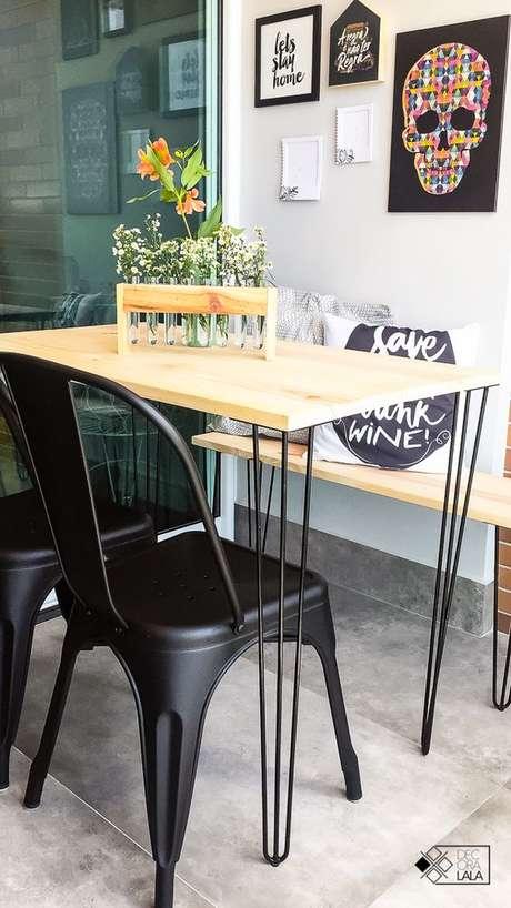 20. Cadeira de ferro preto para sala de jantar – Foto Decora Lala