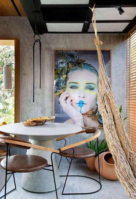 5. Sala de jantar moderna com cadeira de ferro – Foto Pinterest