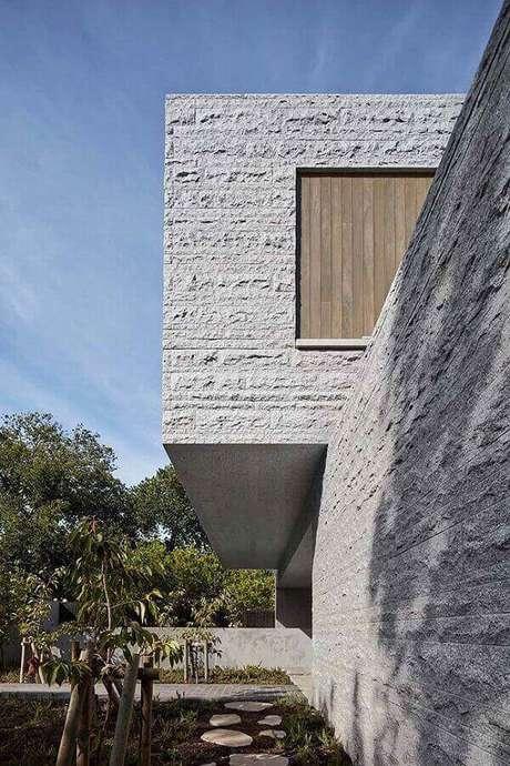 45. Inove no projeto e opte pelo revestimento de parede externa pedra miracema. Fonte: Pinterest