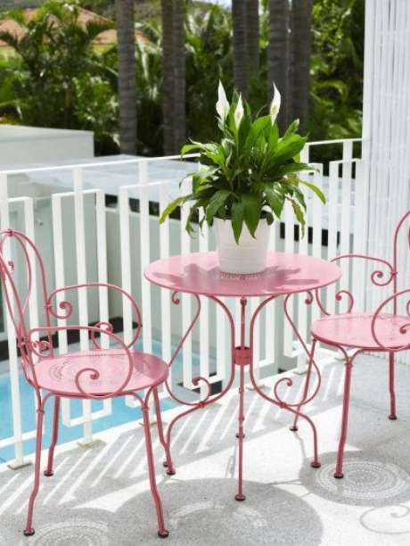 50. Cadeira de ferro para varanda – Foto Revista VD