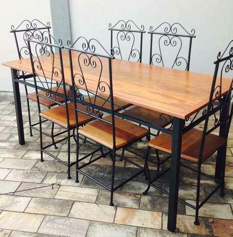 13. Cadeira de ferro e madeira para sala de jantar – Foto Elo7