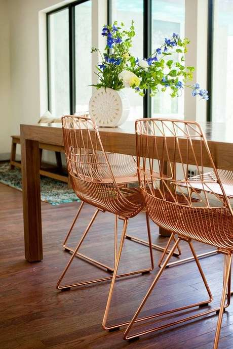 15. Cadeira de ferro para mesa de jantar – Foto Apartment Therapy
