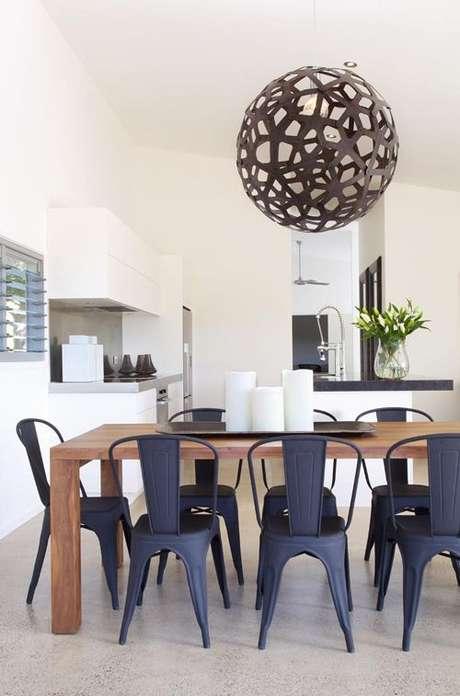54. Cadeira de ferro para mesa de jantar chique – Foto Pinterest