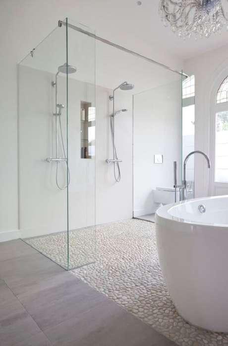 36. O seixo branco também é usado como pedra de revestimento para o chão. Fonte: Pebble Tile Shop