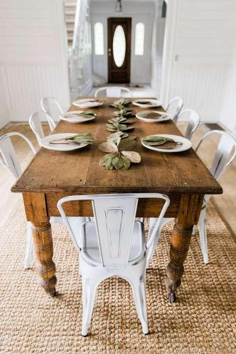44. Cadeira de ferro branca para decoração rustica – Foto Liz Marie Blog