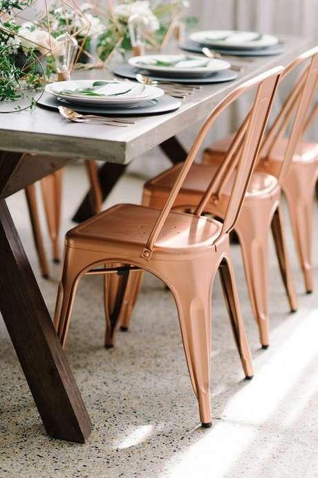 30. Mesa de jantar moderna com cadeira de ferro cobre – Foto Lejour