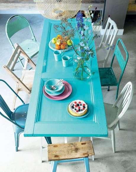 16. Cadeira de ferro para sala de jantar azul – Foto Sala da Casa
