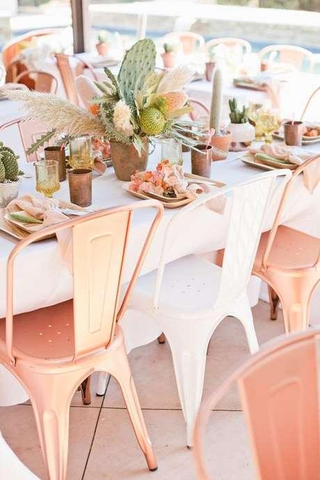 9. Cadeira de ferro para decoração moderna – Foto Pinterest