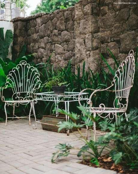 53. Jogo de cadeira e mesa de ferro para jardim – Foto Pinterest