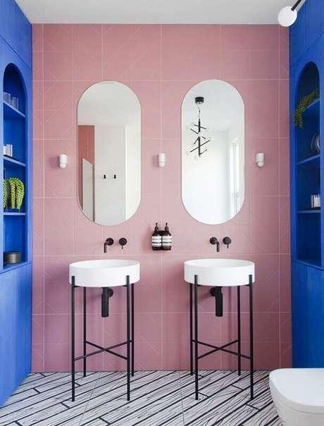 12. Decoração de banheiro azul e rosa – Foto: Archilovers