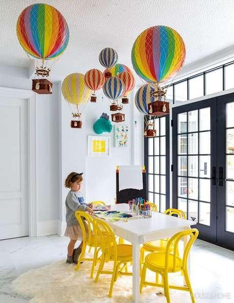 20. Lustre infantil de balão – Foto House and Home