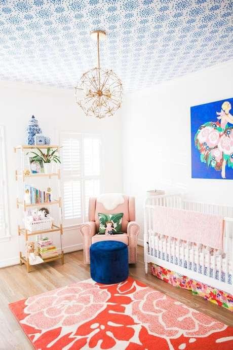 30. Lustre infantil redondo de flor – Foto Pink Pineapple